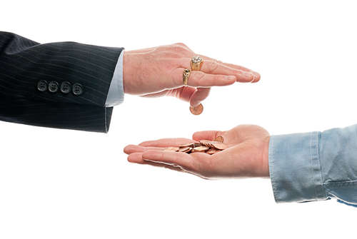 Hand of business man dropping coins into other hand / Hand eines Geschäftsmanns lässt Münzen in eine andere Hand fallen