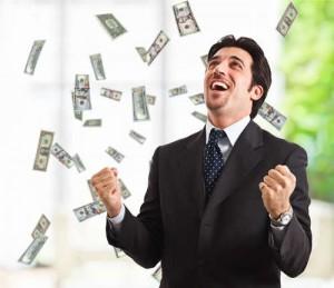 Geschäftsmann steht unter einer Dusche von Banknoten