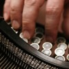 Hands writing a text on an old typewriter / Hände schreiben einen Text auf einer alten Schreibmaschine