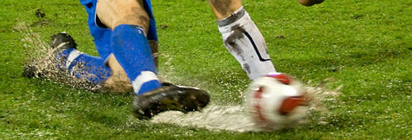 Fußballspieler Beine mit Ball