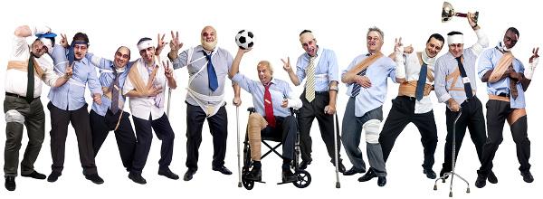 Fußballteam verletzter Geschäftsleute nach einem harten Spiel